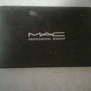 MAC 120 eyeshadow colors